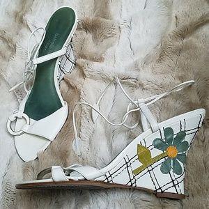 Isabella Fiore sz 7 cute flower shoes w straps